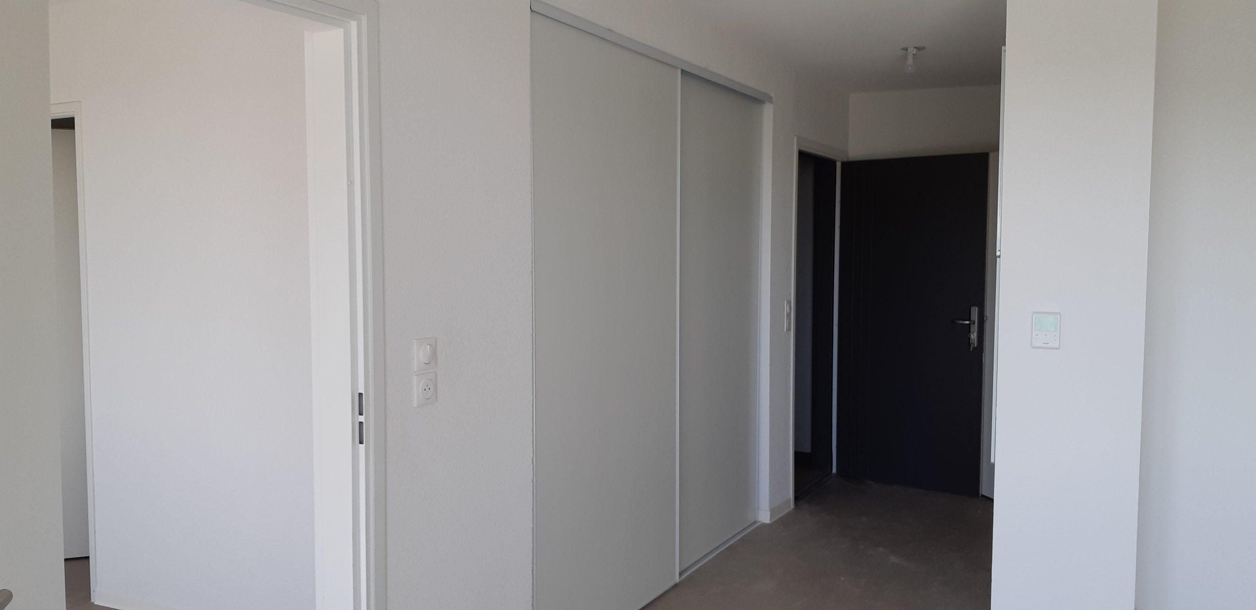 A51 couloir et porte d'entrée